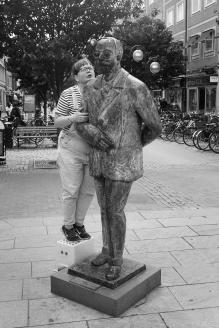 Astrid viskar till Fröding 002